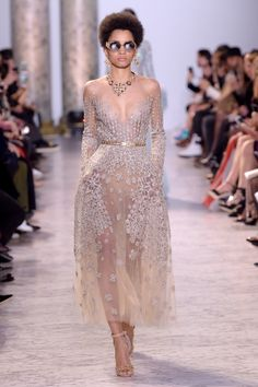 Fashion Label Elie Saab move on towards the runway in Paris with their Spring 2017 collection B Fashion, Catwalk Fashion, Couture Fashion, Fashion Design, Spring Couture, Couture Week, Catwalk Collection, Spring Collection, Elie Saab Couture
