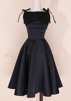 Black Plain Pleated Audrey Hepburn Style Empire Waist Round Neck Fashion Vintage Midi Dress