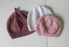 Knit tutu: Trio of mugs for girls - Everything About Knitting Baby Hat Knitting Pattern, Bonnet Pattern, Baby Hats Knitting, Knitting Stitches, Knitting Socks, Knitting Patterns Free, Knitted Blankets, Knitted Hats, Crochet Baby
