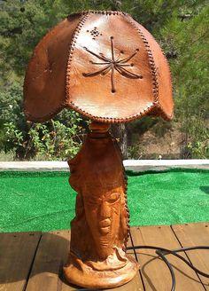 Xana en la Red - Artesanía en Cuero y Vidrio: Lámpara de badana envejecida. Tandy Leather, Leather Art, Sewing Leather, Leather Books, Vintage Leather, Leather Holster, Leather Cuffs, Leather Tooling, Leather Carving