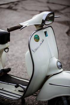 Vespa Ape, Piaggio Vespa, Scooter Garage, Lambretta Scooter, Vespa Scooters, Vintage Vespa, Vintage Bikes, Vintage Italy, Vespa Girl