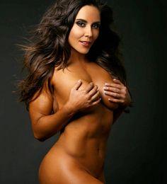 Rebeca de Televisa Deportes calla críticas con desnudo