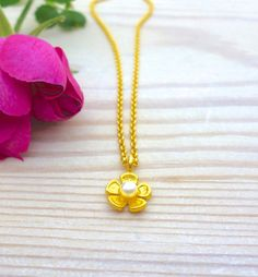 Dainty Necklace, Flower Necklace, Pearl Necklace, Tiny Flowers, Gold Flowers, Pearl Jewelry, Jewelry Necklaces, Jewellery, Everyday Necklace