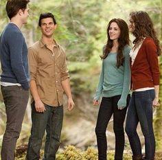 Older Renesmee, Bella, Jacob, and Edward Twilight Scenes, Twilight Wolf, Twilight Quotes, Twilight Saga Series, Twilight Edward, Twilight Cast, Edward Bella, Twilight Pictures, Twilight Movie