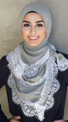 Hijab Fashion Selection of veiled special trends Modern Hijab Fashion, Islamic Fashion, Muslim Fashion, Womens Fashion Online, Latest Fashion For Women, Beau Hijab, Hijab Simple, Moslem, Hijab Trends