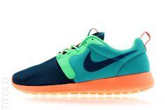 Nike Rosherun Hyperfuse Catalina/ Space Blue- Poison Green- Hyper Crimson