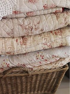 Basket of vintage shabby chic quilts. Quilts Vintage, Old Quilts, Antique Quilts, Vintage Linen, Vintage Floral, Textiles, Chenille, Linens And Lace, Cottage Style