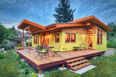 This lovely small house is a timber frame beauty designed by architect Nir Pearlson in Oregon whose firm specializes in green designs. A charming small house that truly feels big and it stands out in its attraction. Tiny House Movement, Small House Plans, Modern House Plans, Plan Chalet, Casas Containers, Tiny House Living, Living Room, Small Living, Cabin Plans