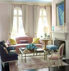 AHH!!! i found a room w/ windows like mine (they hung the drapes ABOVE. hmmm.....
