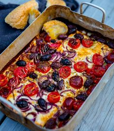 Bakad fetaost med tomat och oliver Orange Crush, 20 Min, Pepperoni, Veggie Recipes, Grilling, Brunch, Food And Drink, Veggies, Oliver