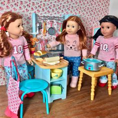 I love ❤️ Saturday mornings in the kitchen. Baking muffins and filling the crockpot up with some roast and potatoes for dinner! ☺️ Happy Saturday! ☕️☺️ #agig #americangirlbrand #americangirldoll #americangirldolls #joy2everygirl #agforallgirls #loveag #agdolls #agdoll #agsofcolor #dollstagram
