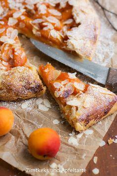 Aprikosen-Galette mit Mandelplättchen - superschneller Sommerkuchen