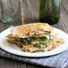 Looking for Fast & Easy Main Dish Recipes, Mexican Recipes, Vegetarian Recipes! Recipechart has over free recipes for you to browse. Find more recipes like White Bean, Kale & Tomato Quesadillas. One Pot Vegetarian, Vegetarian Recipes, Cooking Recipes, Healthy Recipes, Vegetarian Mexican, Kale Recipes, Vegan Meals, Vegan Food, Quesadillas