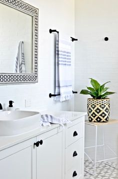 Modern Hamptons bathroom inspiration with gorgeous patterned floor tiles, a classic black and white palette and some graphic modern touches. Totally do-able Hamptons style for your contemporary or coastal home. Budget Bathroom, Small Bathroom, Master Bathroom, Bathroom Ideas, Bathroom Modern, Bathroom Inspo, Hampton Style Bathrooms, Coastal Bathrooms, Hamptons Decor