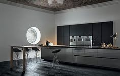 Poliform modern wardrobe collection claims prominence in the night area. Italian furniture design in modern and contemporary style. Virginia, Italian Furniture Design, Classic Kitchen, Industrial Style Kitchen, Luxury Furniture Brands, Contemporary Kitchen Design, Online Furniture Stores, Wardrobe Design, Sofa
