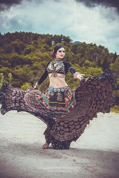Tribal fusion belly dance (image by Colibris Photography) Tribal Fusion, Estilo Tribal, Tribal Costume, Tribal Belly Dance, Foto Art, Belly Dance Costumes, Dance Pictures, Belly Dancers, Dance Photography