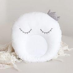 Ну ось #він #оновлений #принц #місяць # #☺️ # Ми змінили тканину на ще більш якісну (100% #бавовна ), наповнення ( на сьогоднішній день це максимально високої якості #холофайбер ), відредагували оченята # і все це для найсолодших снів ваших малюків # • #подушечка ідеально підійде у ліжечко, а також у візочок) • Вартість 120 грн • Для замовлення - директ, вайбер +380972468282