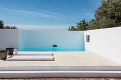 Here is yet again a great new boutique hotel in Algarve, Portugal with only 6 rooms.The region is known for the historic town of Tavira and Cacela Velha, a picturesque clifftop fishing village.