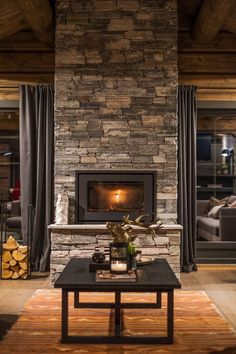 Creative Home Decor Ideas For Any Home Cottage Inspiration, House Rooms, Cabin Interiors, Home, Cabin Living Room, Log Homes, Modern Rustic Homes, Log Home Decorating, Home Decor