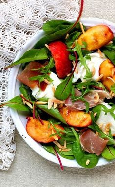 Salade de pêches rôties à la mozzarella faciles gourmet de cocina de postres faciles pasta saludables vegetarianas Healthy Meals For One, Healthy Salad Recipes, Healthy Snacks, Easy Meals, Healthy Eating, Easy Recipes, Vegetarian Burrito, Mozzarella Salat, Salty Foods