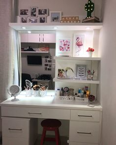 makeup room is a depiction of your personality this article will assist your makeup room ideas with wall surface decoration layout chair Do It Yourself mirror as well as more. Bedroom Decor For Teen Girls, Cute Bedroom Ideas, Cute Room Decor, Room Ideas Bedroom, Girl Bedroom Designs, Wall Decor, Vanity Makeup Rooms, Makeup Room Decor, Vanity Room