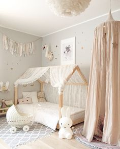 Baby nursery decor ideas -  Ideas de decoración para la habitación del bebé - Kids room girls room Numero74 housebed