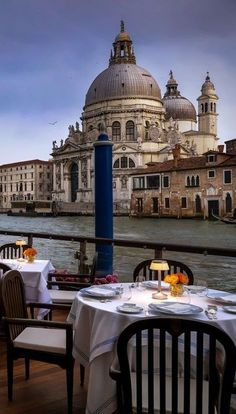 Tips to Travel Venice and be a Respectful Tourist. Survive the Overturism Venice Travel, Italy Travel, Amazing Photos, Cool Photos, Regions Of Italy, Pompeii, Public Transport, Night Life, Vacations
