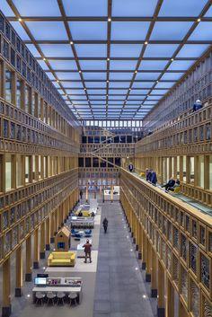 El proyecto del estudio de Rotterdam Neutelings Riedijk consta de 24.000 metros cuadrados de superficie, de los cuales 20.000 son de nueva construcción, a los que se añaden los 4.000 restaurados del ayuntamiento histórico de la ciudad de...