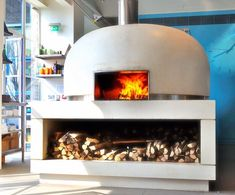This is the fantastic wood oven of the River Cafe in London) Indoor Pizza Oven, Wood Oven Pizza, Home Pizza Oven, Pizza Ovens, Rustic Restaurant, Pizza Restaurant, Restaurant Ideas, Wood Fired Oven, Wood Fired Pizza