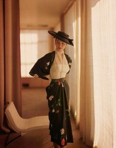 Fashion Moda, 1950s Fashion, Vintage Fashion, Nail Fashion, Vintage Dresses, Vintage Outfits, Look Retro, Elsa Schiaparelli, Paris Mode