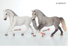 Schleich Holsteiner Gelding Horse Farm Life Figure Toy Figure 13859 Fashionable Patterns Action Figures