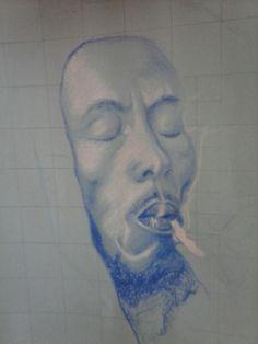 Working in progress di un ritratto di Bob Marley in matita blu e bianca su cartoncino azzurro