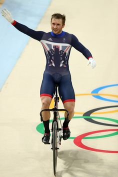 Jason Kenny wins Gold in the Men's Keirin Finals race Rio Olympic Games 2016 Getty Images Rio Games, Rio Olympic Games, Rio Olympics 2016, Summer Olympics, Cycling Outfit, Cycling Clothing, Men In Tight Pants, Rio 2016 Pictures, Gentleman Style