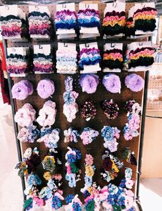 Scrunch it! If you don't already have scrunchies, you must find some. they add pizzazz to every hairstyle. Wie Macht Man, White Girls, Hair Ties, Girly Things, Cute Pictures, Artsy, Cute Outfits, Hair Accessories, Inspiration