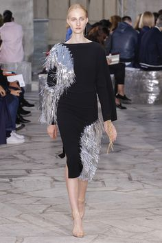 Loewe Spring 2016 Ready-to-Wear Fashion Show - Phillipa Hemphrey (OUI)