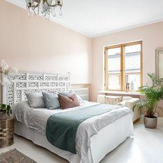 Romanttista tunnelmaa arvotalon makuuhuoneessa