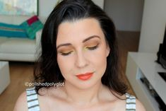 Summer makeup look in ochre and bright yellow described in English and French for the Monday Shadow Challenge. Look de maquillage estival en couleurs ocre et jaune vif pour le Défi du lundi.