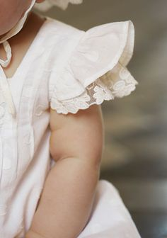 ruffles and baby rolls. Little Girl Fashion, Kids Fashion, Little Girl Dresses, Flower Girl Dresses, Kind Photo, Foto Baby, Kid Styles, Baby Sewing, Kids Wear