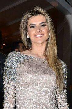 Mirella Santos muda o visual e fica mais loira