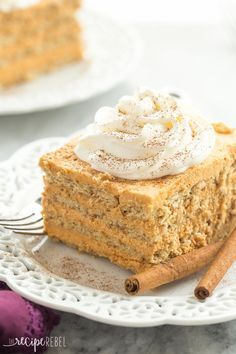 Pumpkin Pie Icebox Cake - Layers of graham crackers and a creamy pumpkin filling - an easy no bake dessert for fall!