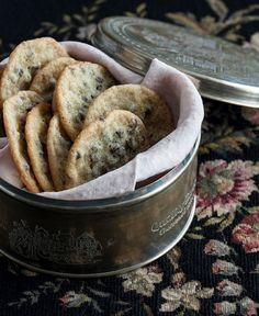 Adoro questi biscotti - sono buoni, facili da fare e bellissimi da regalare. Basta riuscire a trovare una bella scatola in cui metterli e diventano un dono perfetto.