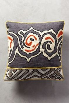 Tufted Ariany Pillow