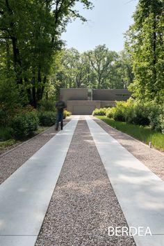 Diy Driveway, Driveway Design, Driveway Landscaping, Outdoor Landscaping, Pavement Design, Driveway Lighting, Modern Backyard, Parking Design, Contemporary Garden