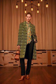 Guarda la sfilata di moda Givenchy by Riccardo Tisci a Copenaghen e scopri la collezione di abiti e accessori per la stagione Pre-Collezioni Autunno-Inverno 2017-18.