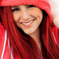 Ariana grande se maquille beaucoup mais toujours en restant naturel