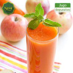 ¡Comienza el día con un jugo natural depurativo!  Ingredientes:  - 1 manzana roja  - 1 zanahoria  - 1 rama de apio  - 1 vaso pequeño de agua Corta en pedazos pequeños los ingredientes y agrégalos a la licuadora, añade el agua hasta obtener la consistencia deseada. ¡Chop, chop, chop!