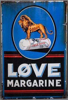 Løve Margarine emaljeskilt 117 x 77 cm. Fremstår med afslag, senere borede kanthuller.