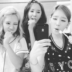 SNSD reveals 'hilarious toothbrush video' ~ Latest K-pop News - K-pop News | Daily K Pop News
