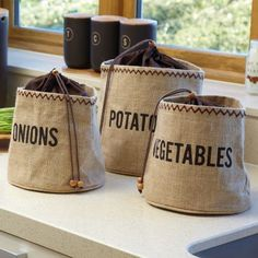 Kitchen Craft Natural Elements Hessian Preserving Bag with Blackout Lining – Yuppiechef Hessian Crafts, Hessian Bags, Jute Bags, Potato Storage, Potato Bag, How To Store Potatoes, Coffee Sacks, Vegetable Storage, Creation Couture