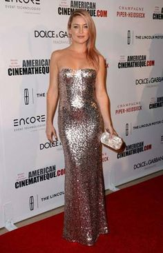 Kate Hudson shined in a sequined Jenny Packham gown, plus Casadei shoes, an Edie Parker clutch and Chrome hearts jewelry at the American Cinematheque ceremony.